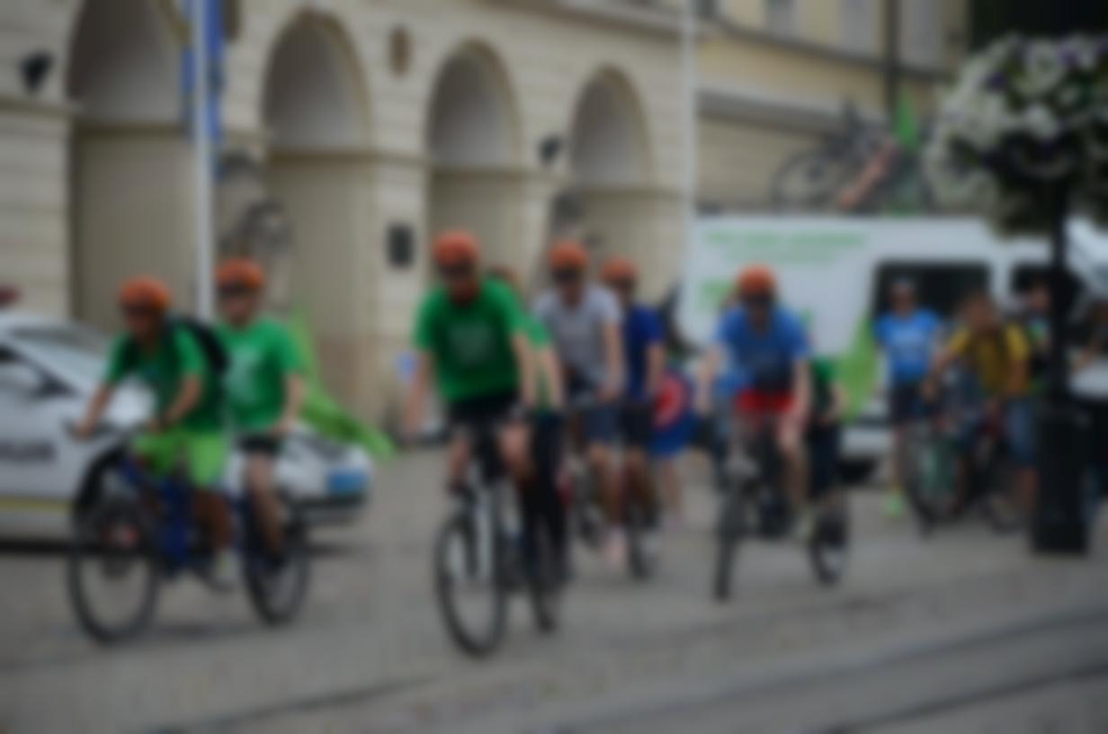 На фото: велосипедисти Велопробігу-2016 стартують зі Львова до Одеси на тандемах і звичайних велосипедах